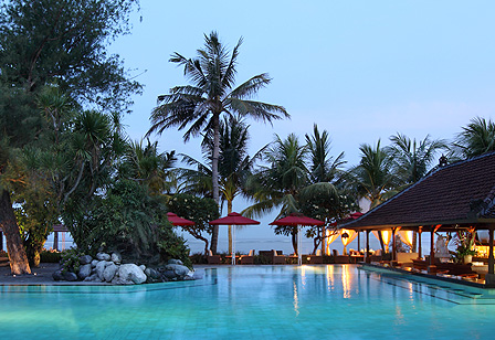 Griya Santrian Resort Strand Pool