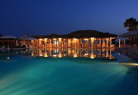 Swiss Inn Resort Dahab Pool bei Nacht
